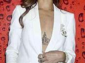 Rihanna muestra tatuaje tiene entre senos (FOTO)