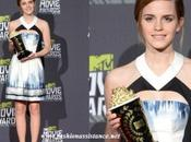 Movie Awards: Emma Watson Selena Gómez. Elige look