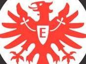 Sebastian Jung renueva Eintracht Frankfurt