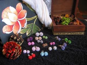 Pendientes de colores en joyería online www.elrincondemisalhajas.com