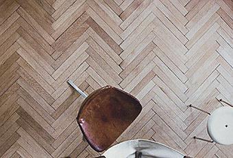 Suelos de madera en espiga paperblog for Suelos laminados en forma de espiga