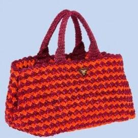 Consigue el bolso de croché de Prada que lleva Sienna Miller