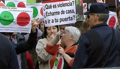 El PP se defiende contra las protestas y el Gobierno se blinda en el Congreso.
