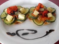 Coca de queso, calabacín, tomate y reducción de Módena