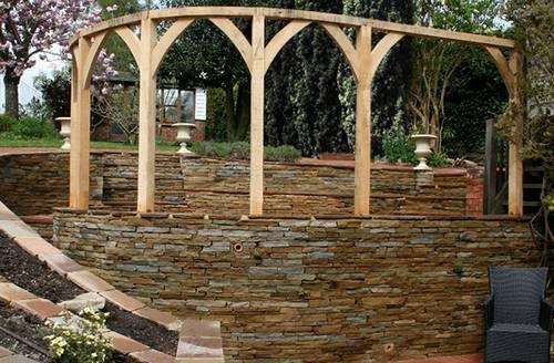 Un jard n con desniveles paperblog for Arcos para jardin