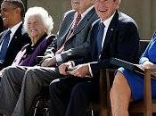 Obama silencia guerra contra Irak para homenajear Bush