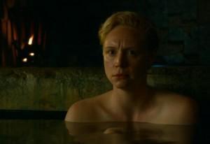 Brienne esconde un cuerpo de mujer bajo sus pesadas armaduras en Juego de Tronos