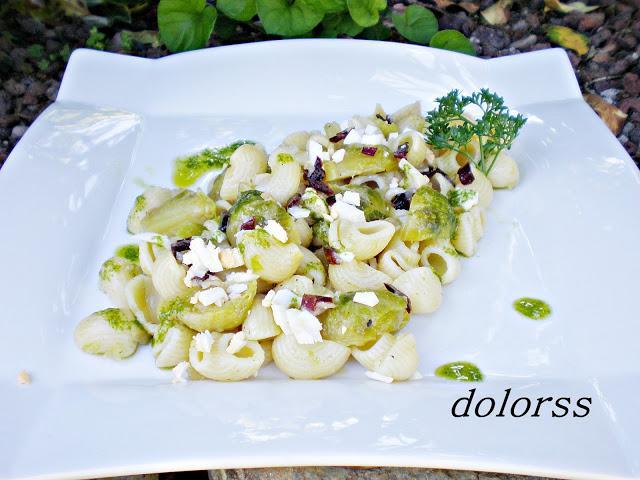 Ensalada tibia de pasta tibur n con coles de bruselas - Cocer coles de bruselas ...