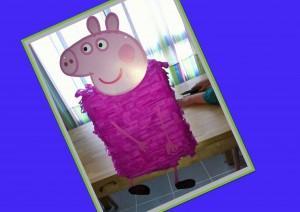 Ideas cumpleaños. Piñata Peppa Pig