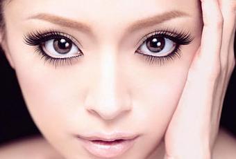 Como maquillar los ojos para que se vean mas grandes for Como se maquillan los ojos ahumados