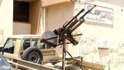 Varios armados mantienen cercados dos ministerios libios en Trípoli