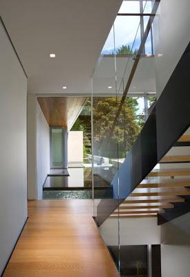 Escaleras en interiores minimalistas paperblog for Interiores minimalistas