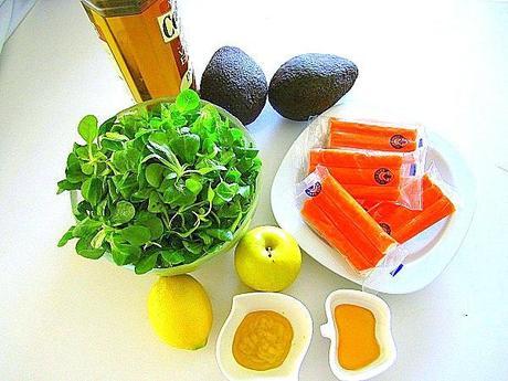 ensalada-de-berros-con-palitos-de-mar-y-aguacates (1)