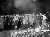 Quema libros, vandalismo nazis hace años.