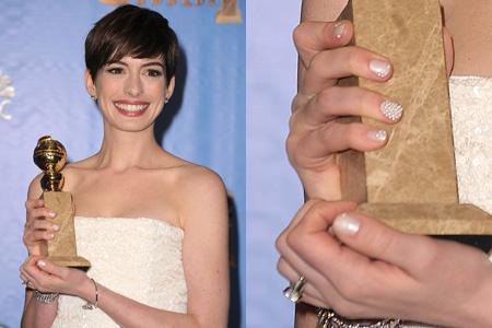 Nail art de Famosas: Uñas de Anne Hathaway en los Globos de Oro.