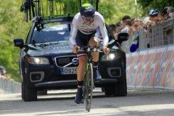 Nibali se coloca líder del Giro, Dowsett gana la contrarreloj