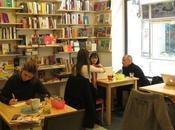 Café Molar: charla tarta entre libros vinilos