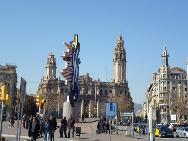 Barcelona edificio de correos y hermes el mensajero de los dioses en unas pinturas en sus - Oficina central de correos barcelona ...
