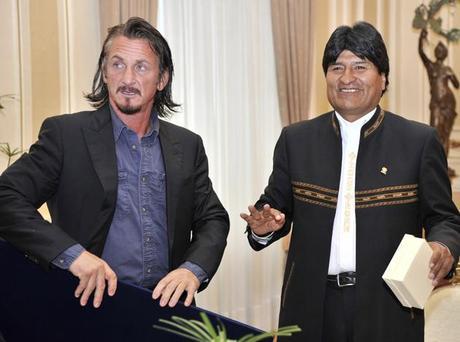 """Sean Penn, de amigo de Evo Morales a """"enemigo"""" de Bolivia"""