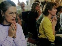 La exclusión social potencia la religiosidad Un equ...