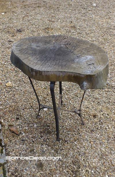 Deco recicla una mesa hecha con un tronco paperblog for Como reciclar una mesa de televisor antigua