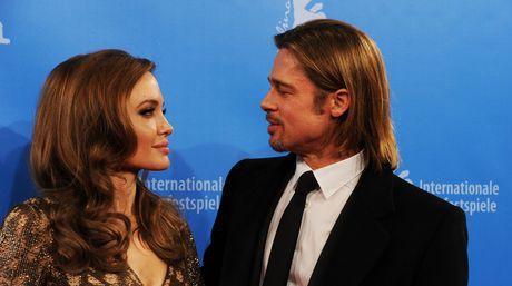 Anuncio de doble mastectomía de Jolie puede esconder negocio multimillonario