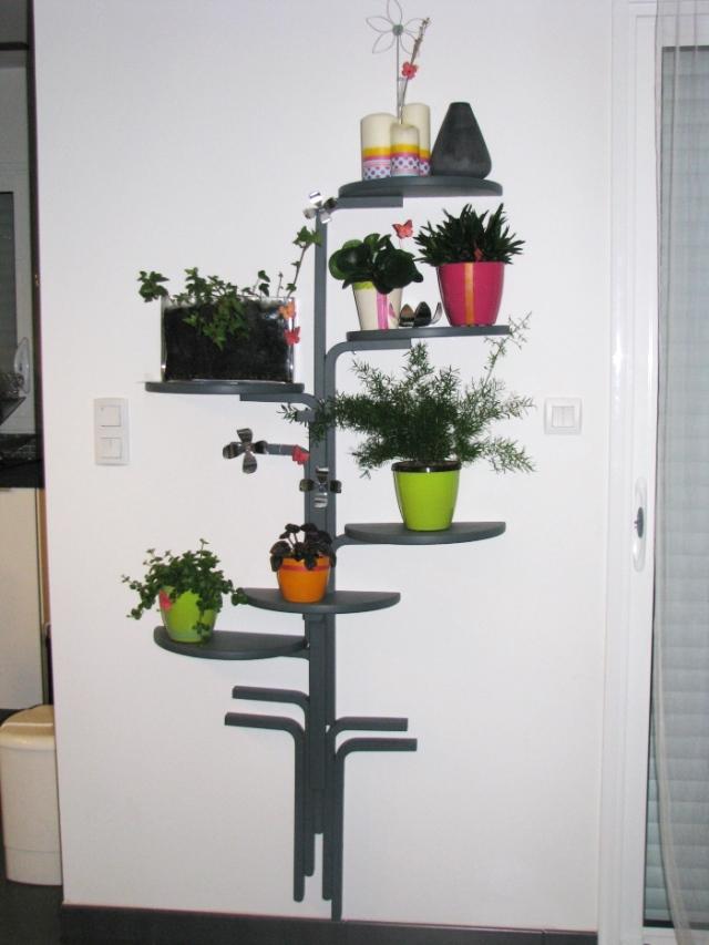 Ikea hack taburetes frosta convertidos en estanter a for Taburete bar ikea