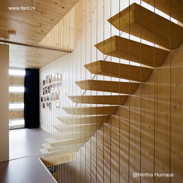 Escalera interior de diseño personalizado náutico