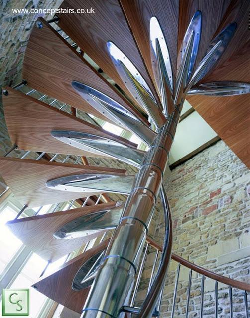 Escalera caracol moderna de metal y madera