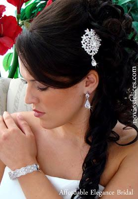 Modernos Peinados Semirecogidos con Peinetas para Novias