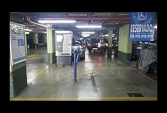 Cajero de pago autom tico del parking puerta real de granada en una zona reservada para el - Parking plaza puerta real en granada ...