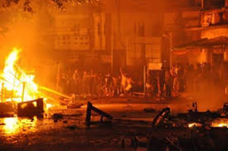 Extremistas budistas queman una mezquita