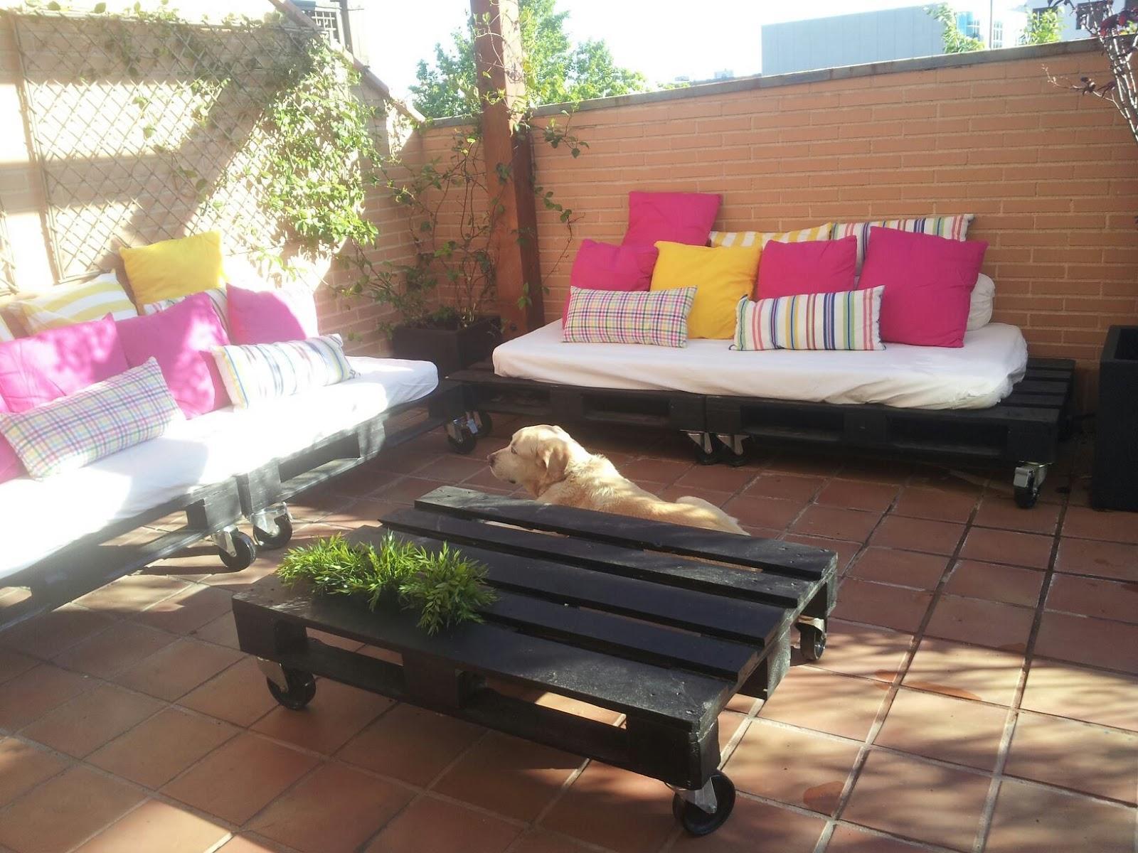 Ideas jardin con perros for Como hacer una terraza economica