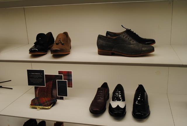 CLARKS SHOES GOES ON FASHION