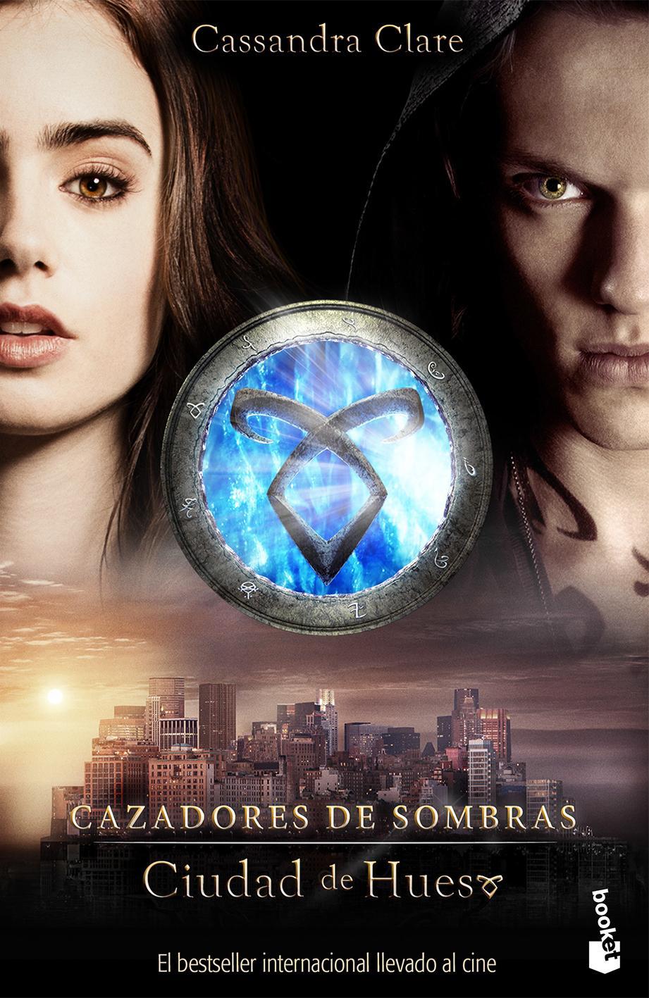 Portada Oficial  edicion bolsillo del libro Cazadores de Sombras: Ciudad de Hueso