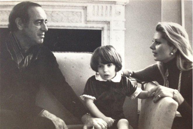 Chris O'Neill con sus padres Paul y Eva