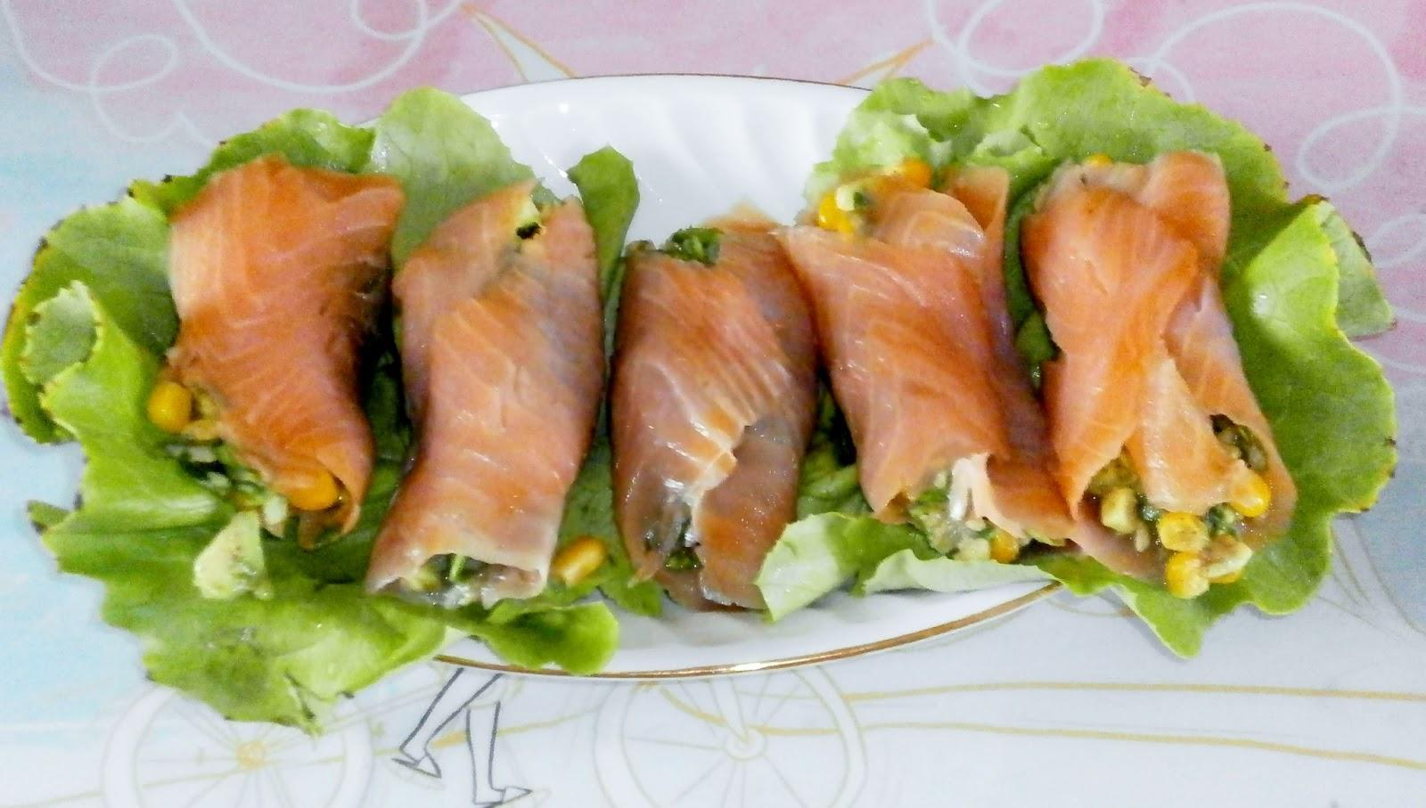 Resultado de imagen para Rollitos de salmón y lechuga