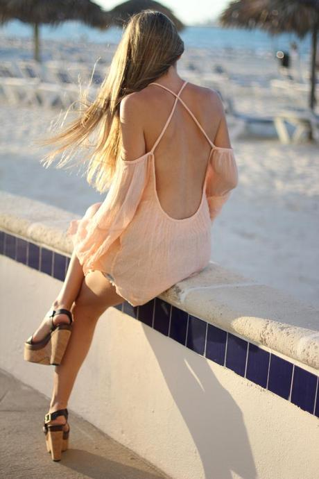Open back top fashion blogger