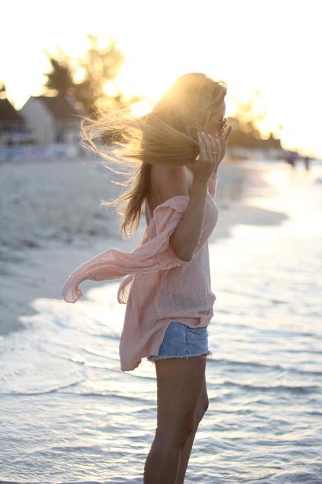Beach cover up fashion blogger