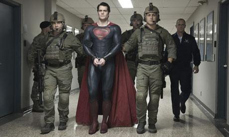 Henry-Cavill-Superman-preso