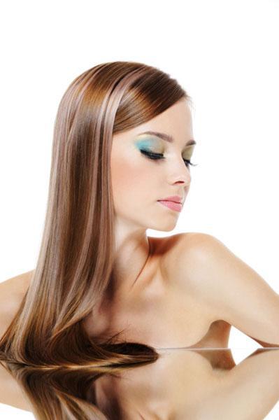Las recetas de la caída de los cabello a la piel grasa de la cabeza