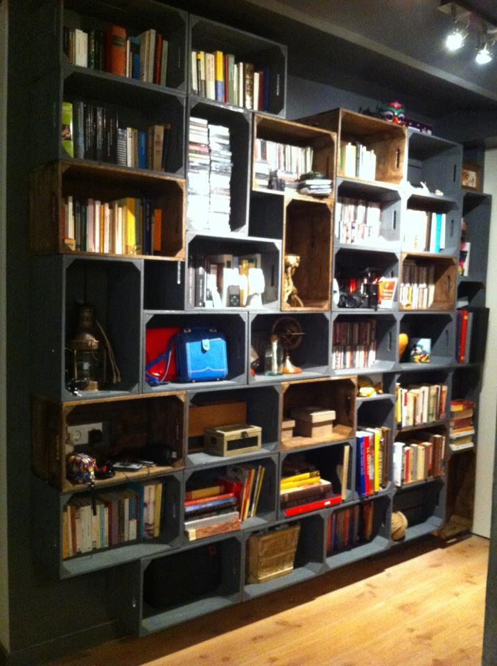 Diy librerias recicladas con encanto paperblog - Cajas fruta recicladas ...