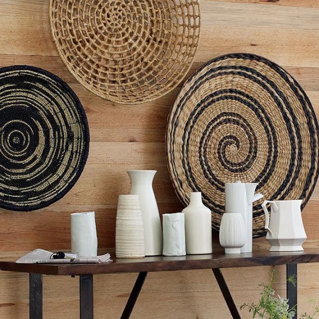 Con las cestas y platos de mimbre podrás decorar las paredes de