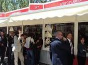 Reina Doña Sofía conoce Blue Jeans Feria Libro Madrid