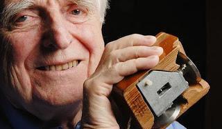 Douglas Engelbart, el inventor del mouse y la interfaz gráfica