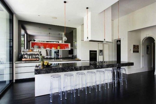 Casas cocinas mueble cocinas en color blanco - Cocina salon comedor integrados ...