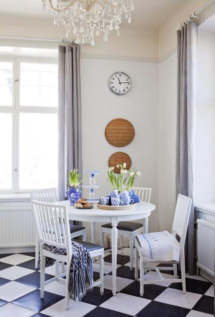 Una casa decorada con detalles en azul cobalto paperblog for Detalles de una casa