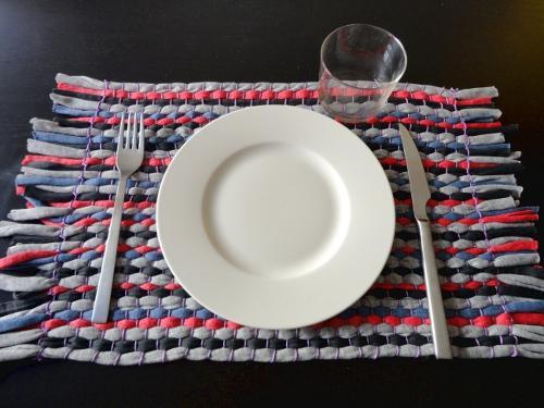 Prepara un tapete con trapillo paperblog - Como hacer un puff de trapillo ...