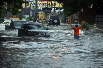 COE Desplaza mas de 6,500 personas por lluvia tras el paso de chantal