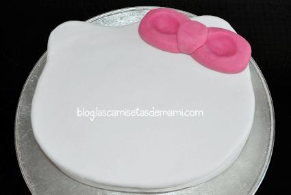 tarta hello kitty 5 Como hacer una tarta de Hello Kitty paso a paso